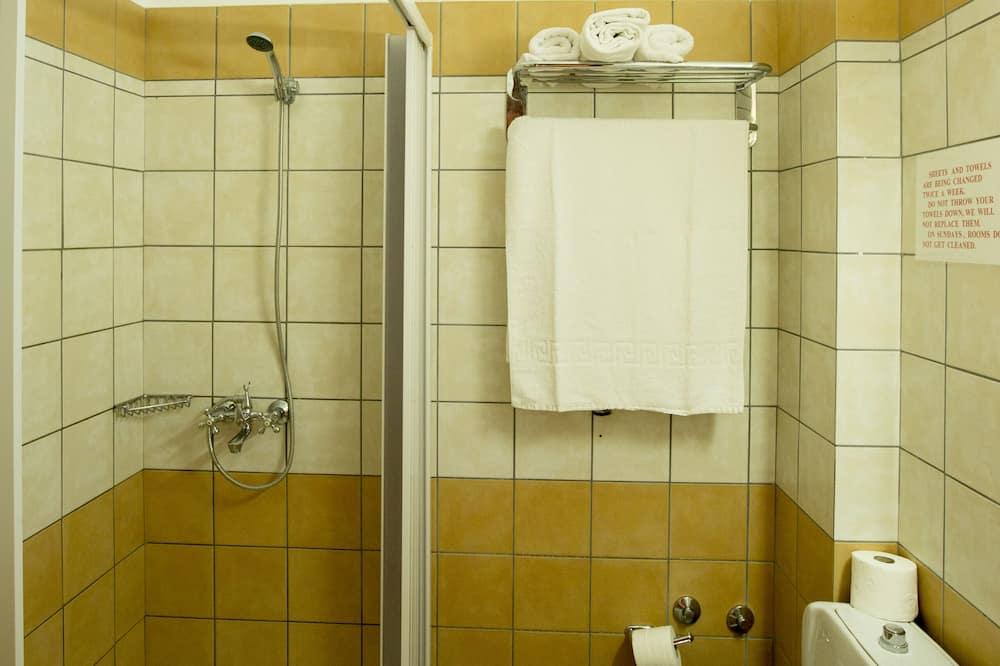 Családi szoba, kilátással a kertre - Fürdőszoba