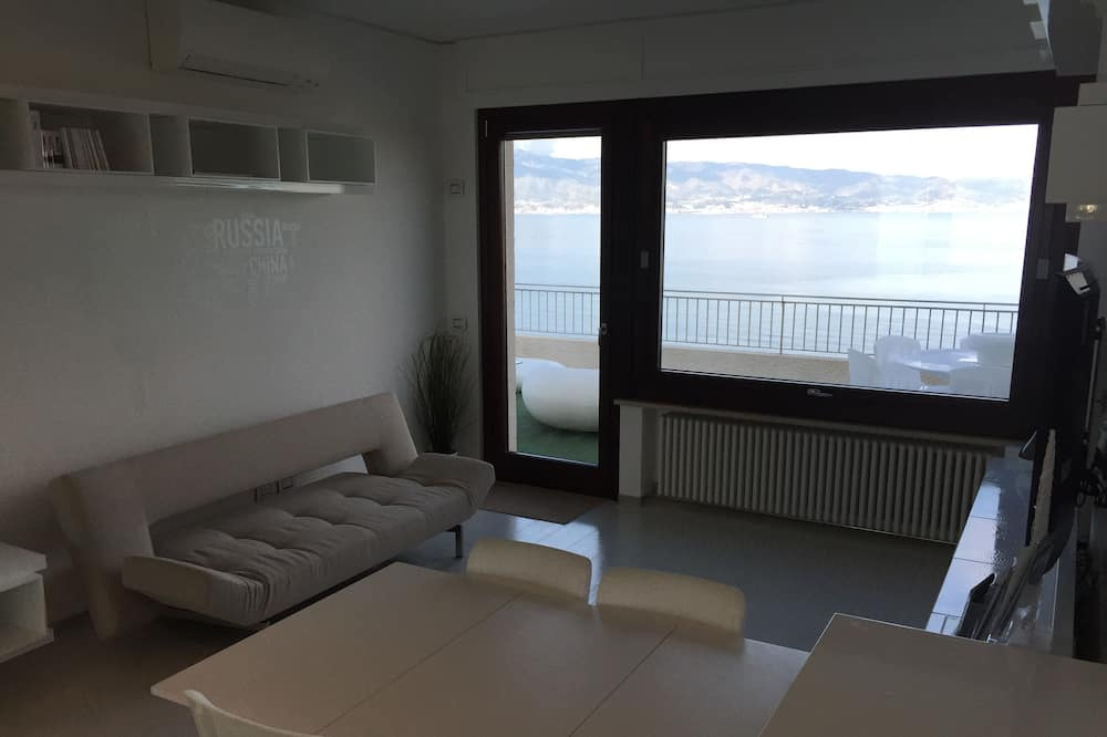 พาโนรามิกอพาร์ทเมนท์, 2 ห้องนอน, วิวทะเล, หันหน้าสู่ทะเล - ห้องนั่งเล่น