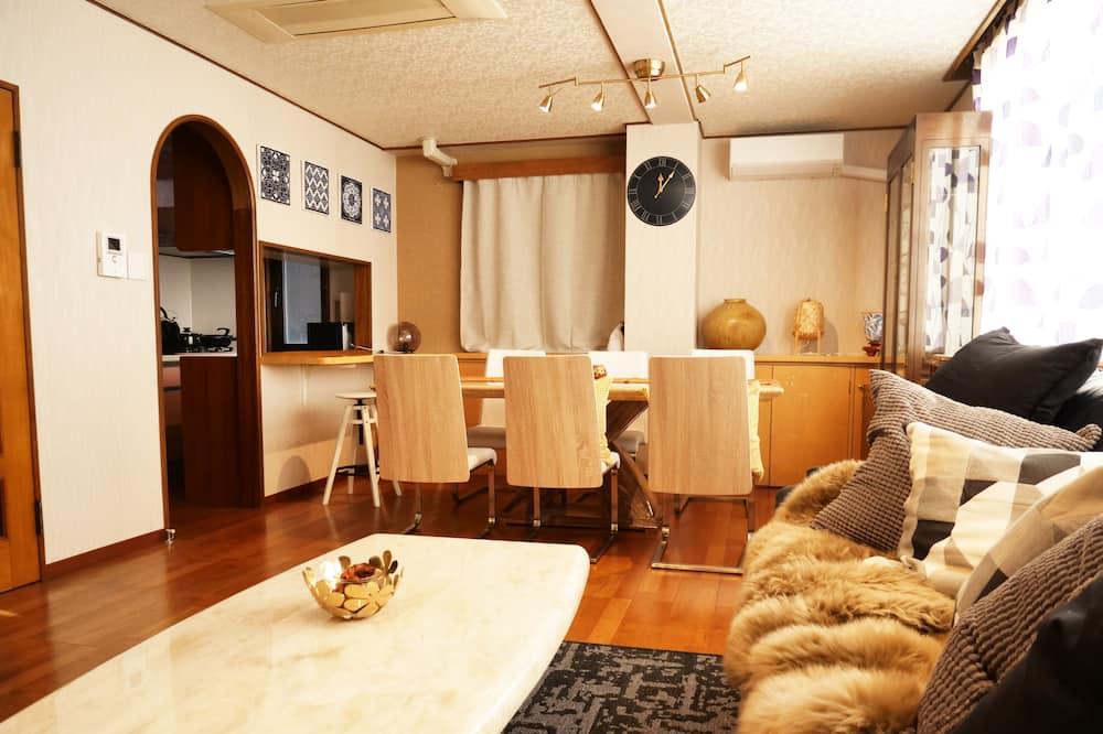 Standarta numurs (Large Room for 5 to 15 Guests) - Dzīvojamā istaba