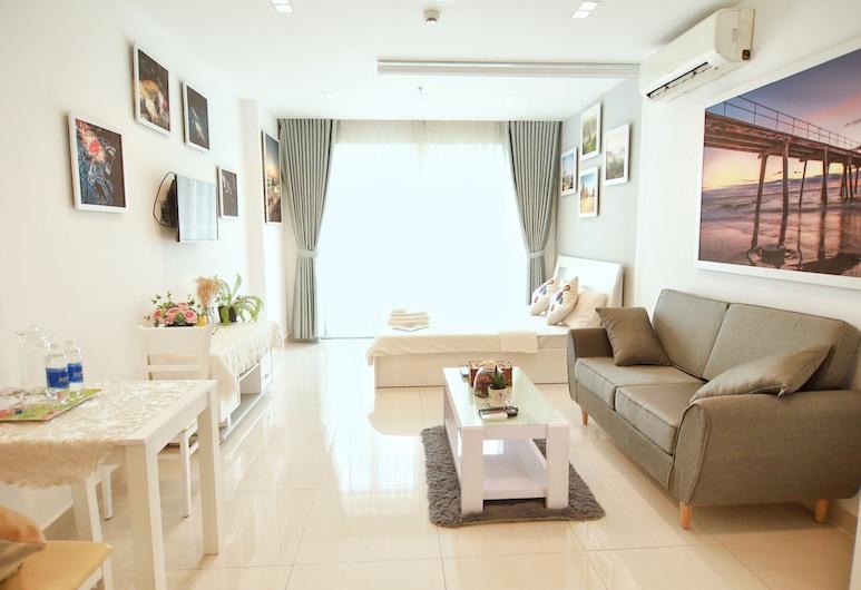 Jolie Home - Sky Center - Block A, Ho Chi Minh City, Deluxe Apartment, Living Area