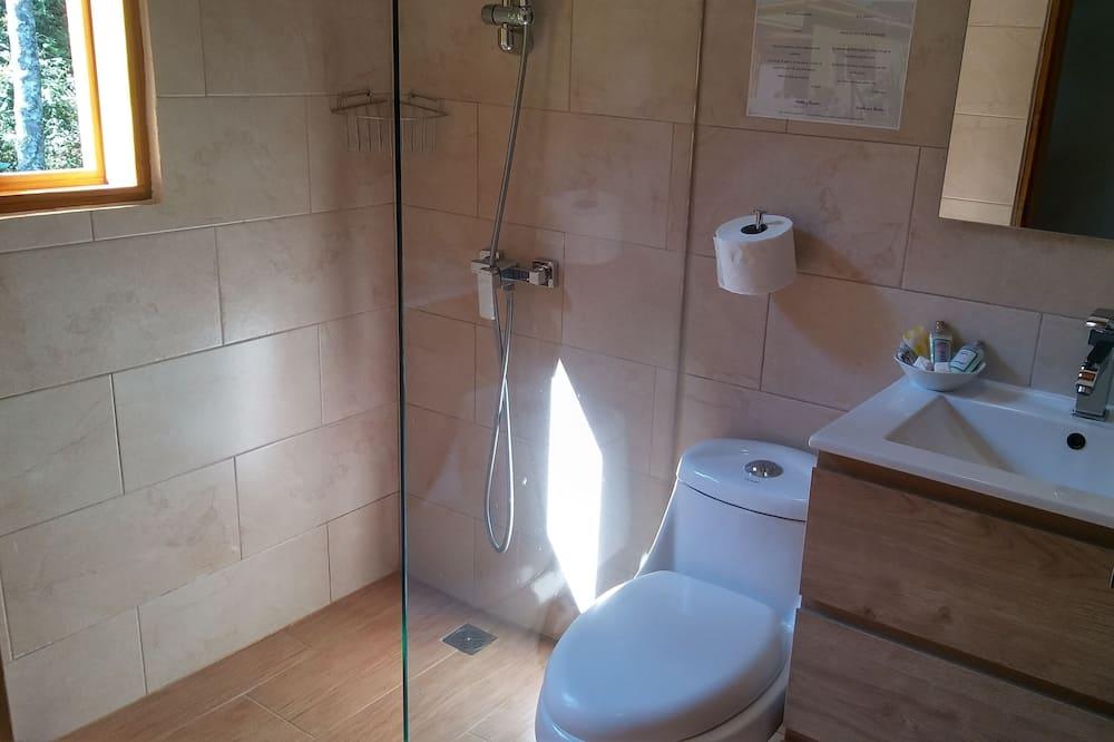 Superior Room, 1 Queen Bed, Non Smoking, Garden View - Bathroom