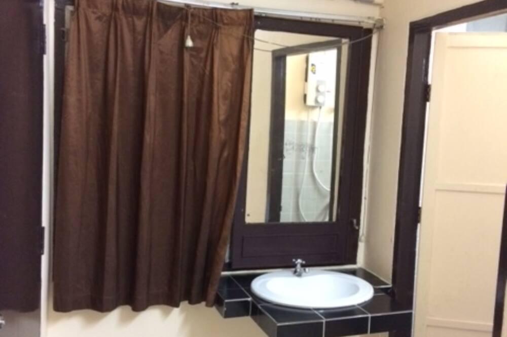 Standard Double Room, 1 Queen Bed - Bathroom Sink