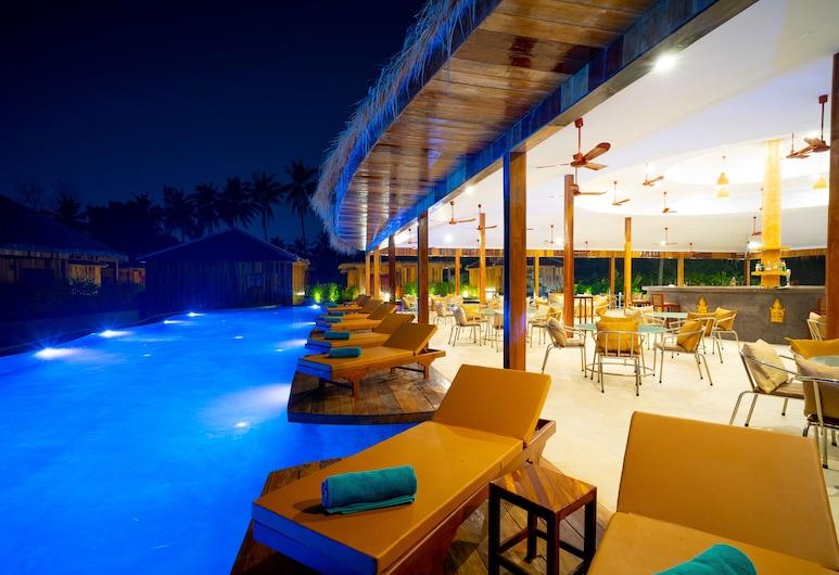Floating Khmer Village Resort, Siem Reap, Poolbar