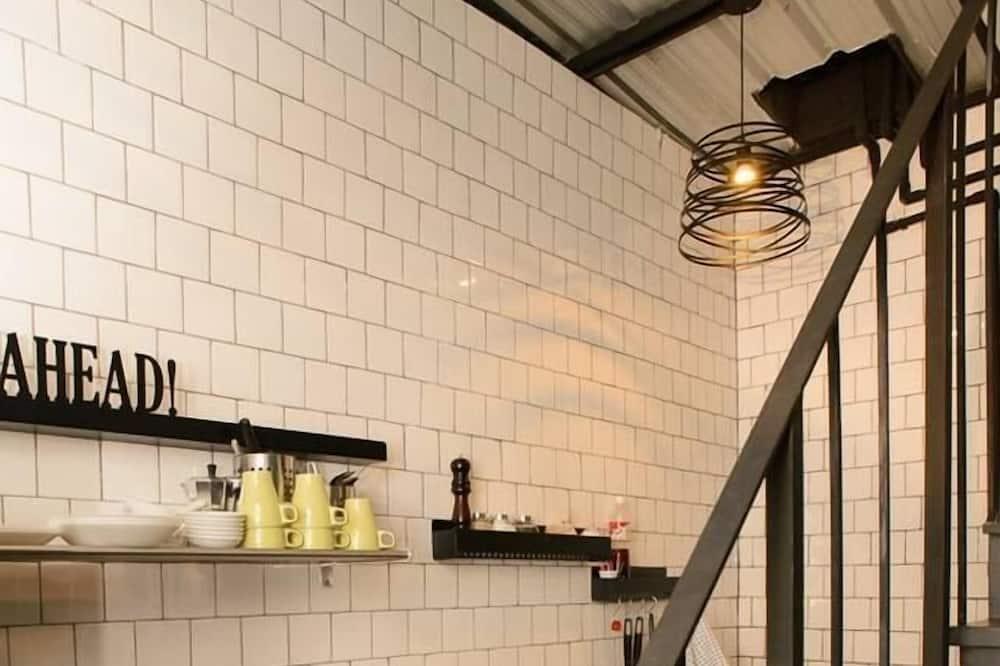 חדר קומפורט - מטבח משותף