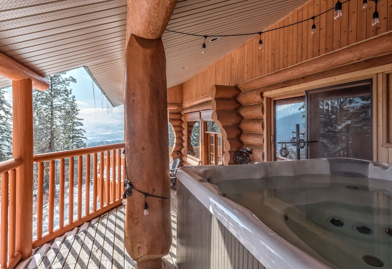 Spirit Lodge at Silverstar, Vernon, Outdoor Spa Tub