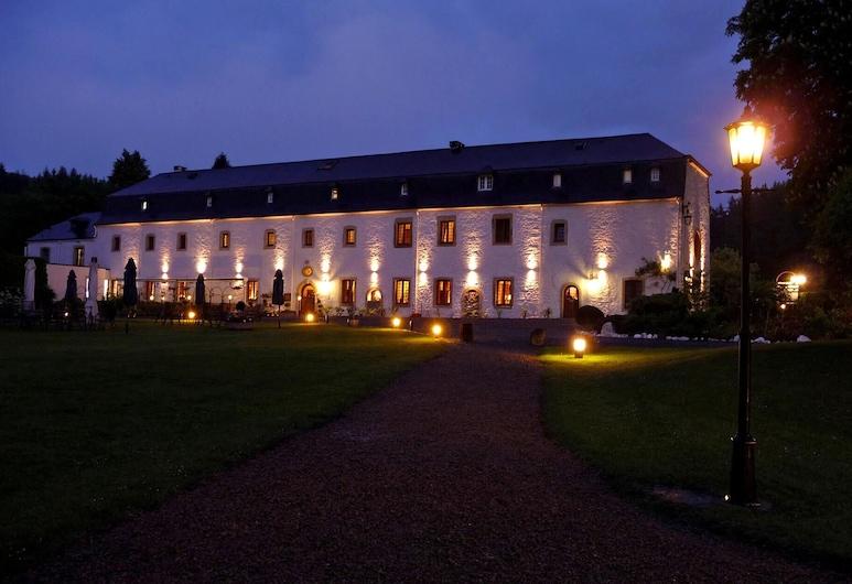 Hostellerie le Prieuré de Conques, Florenville, Hotel Front – Evening/Night