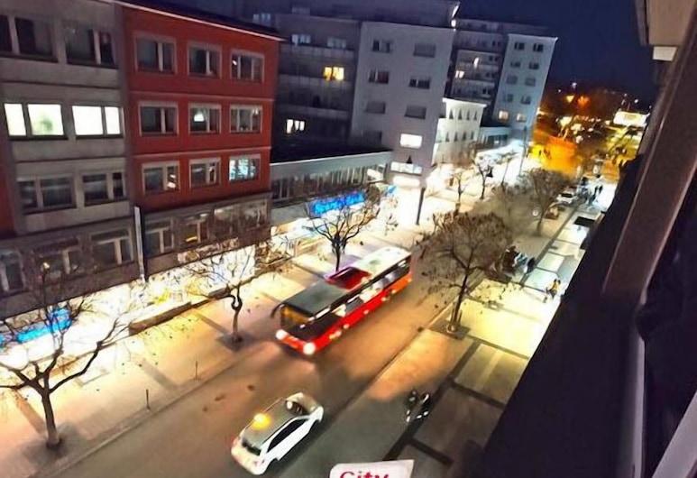CIty Hotel Pforzheim 2020, Pforzheim, Hotelfassade am Abend/bei Nacht
