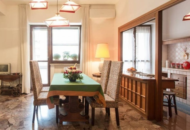 Flavia Home - 3 bedroom in Flavia Home Holiday, Rome, Apartment, 3 Bedrooms, Living Room