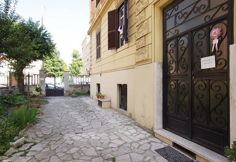 Welcome in 2 bedroom Apartment, Rome