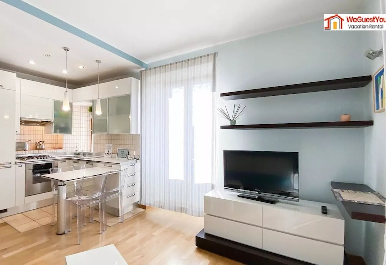 Zirma Six in the City - 2 bedroom apartment, Rome, Living Area