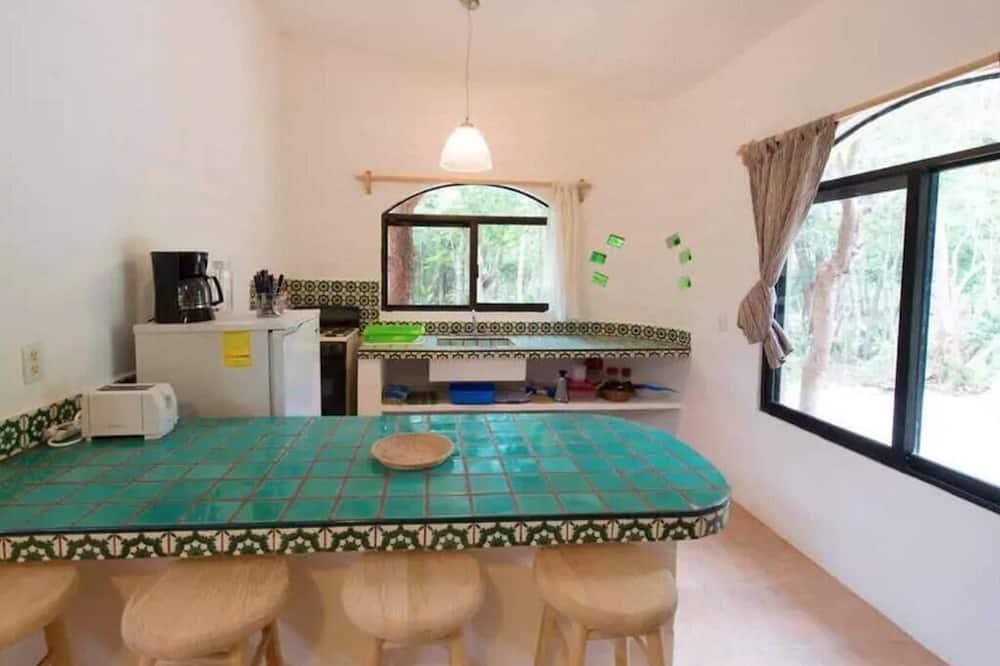 Cozy Studio in the Jungle!