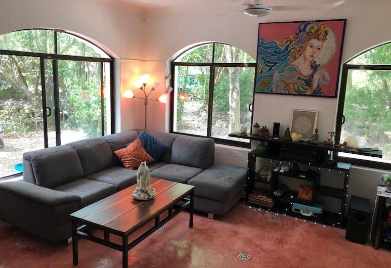 Room in the ECO Jungle House Near Cenotes, Xpu-Ha, Stofa