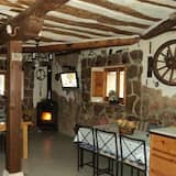 Traditional House, 5 Bedrooms, Mountain View - Living Room