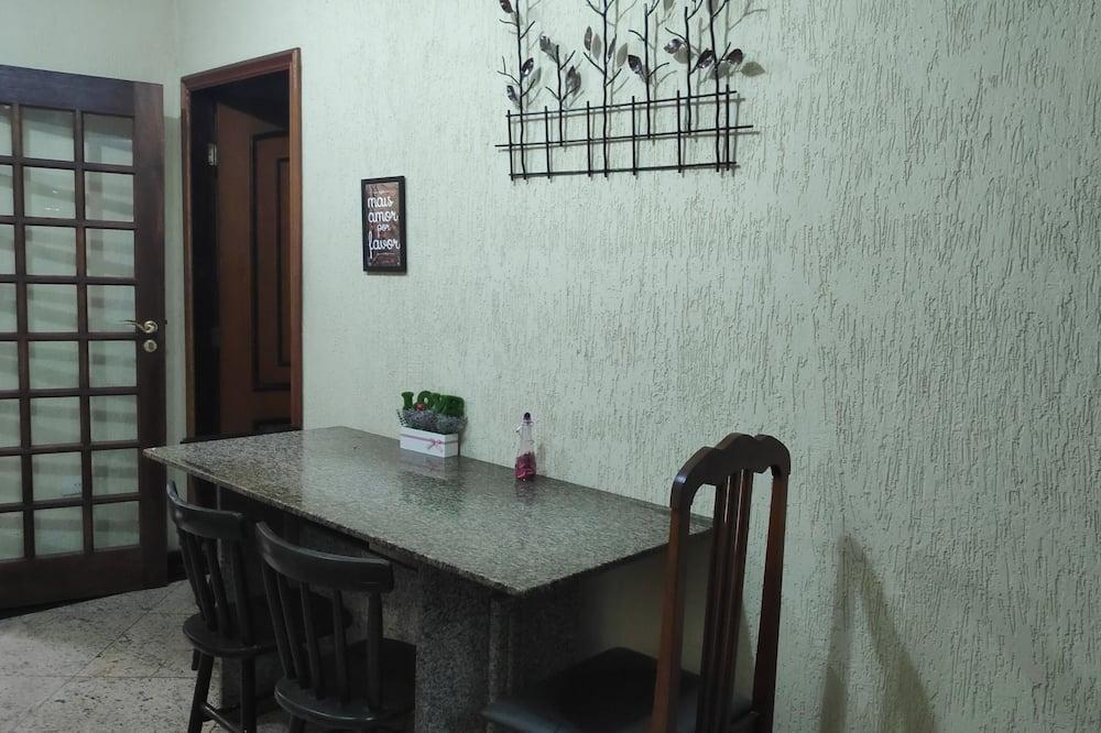 Gemeinsamer Schlafsaal, Nur Männer - Wohnbereich