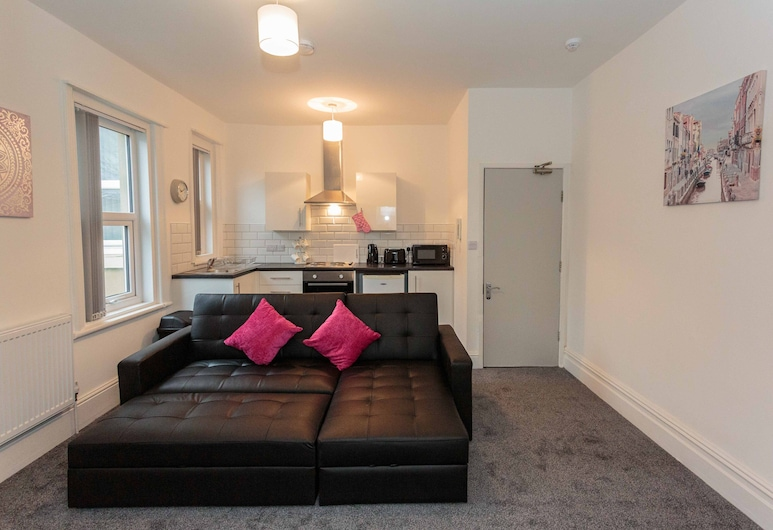 Cherry Property - Berry Apartments, Blackpool, Deluxe Apartment, Ensuite (Raspberry Suite), Lounge