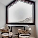 Apartment, Mehrere Betten (Centennial Condo Unit 27) - Essbereich im Zimmer
