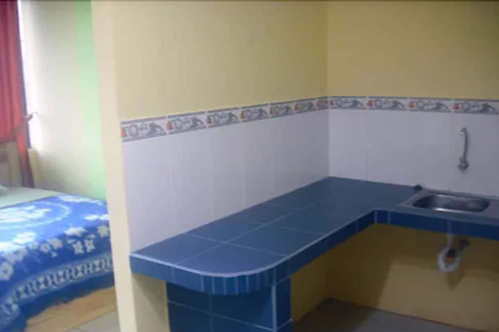 Tuba, 3 ühevoodit - Vannitoa valamu