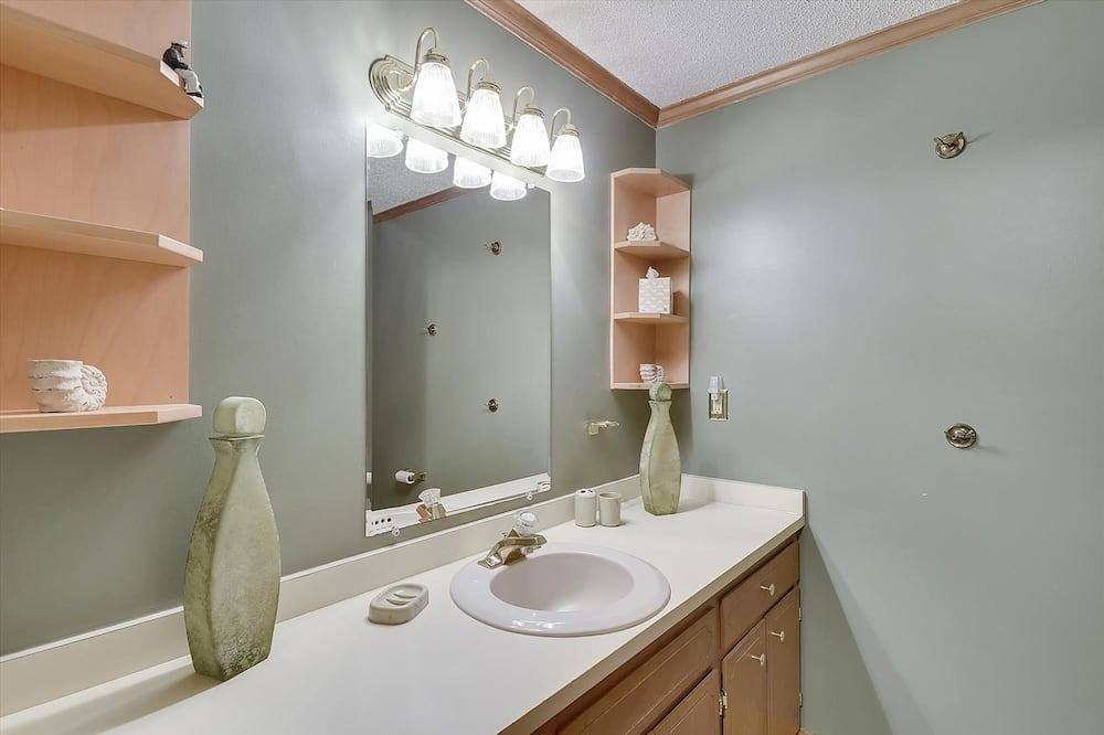 Butas, 2 miegamieji - Vonios kambarys