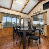 Superior-Ferienhütte (Superior Cabin 6pax) - Essbereich im Zimmer