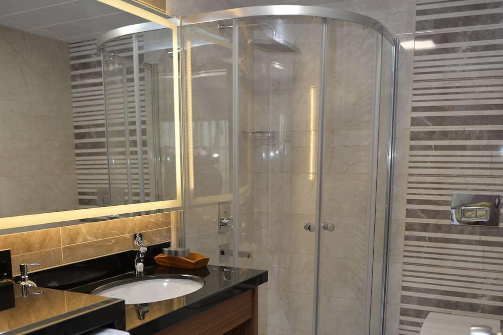 Apartamento em Condomínio Fechado - Casa de banho
