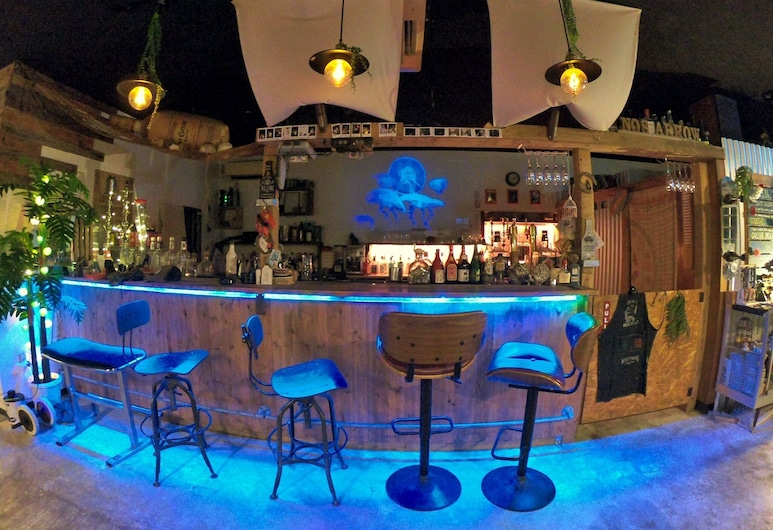 N0'S ARROW, Onna, Hotel Bar