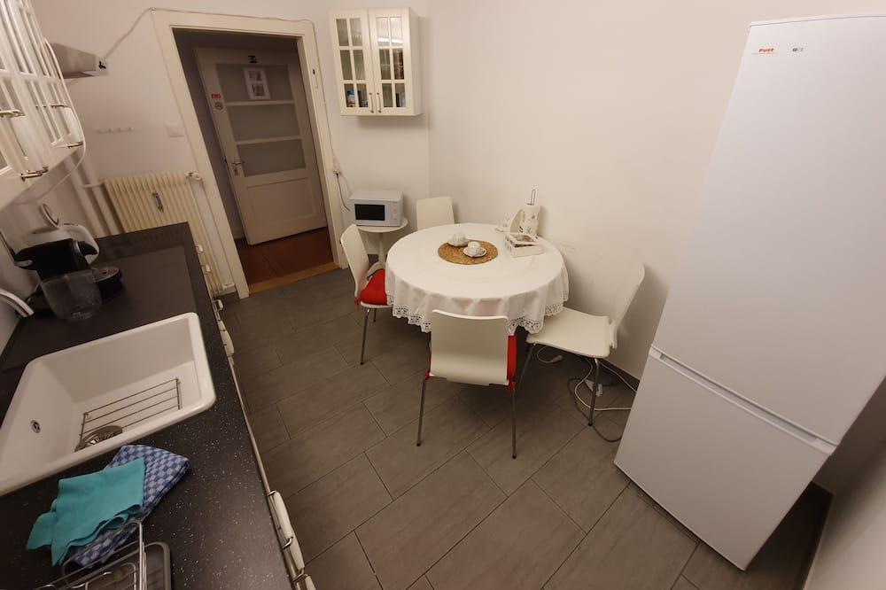 חדר קומפורט טווין - אזור אוכל בחדר