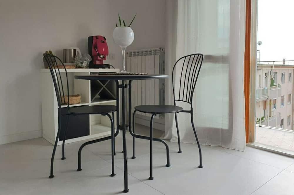 Family Room, Kitchenette - In-Room Dining