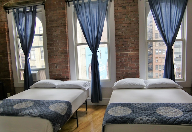 Studios Midtown Manhattan, New York, Studio 678, 2 Double Beds and 1 Twin Bunk Bed, View from room