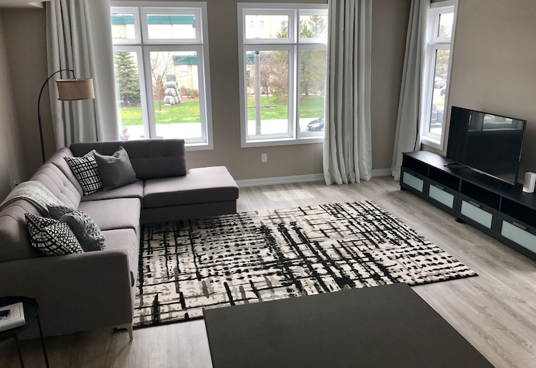 Chic Town House at Lake Ontario, Grimsby
