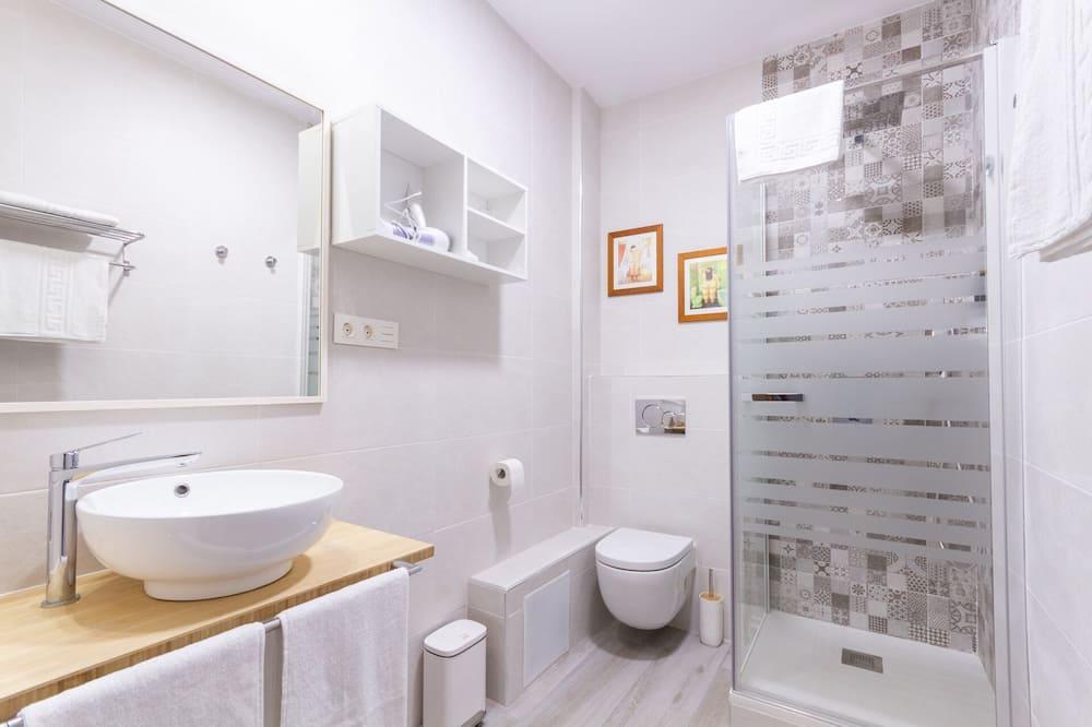 Double Room (1) - Bathroom