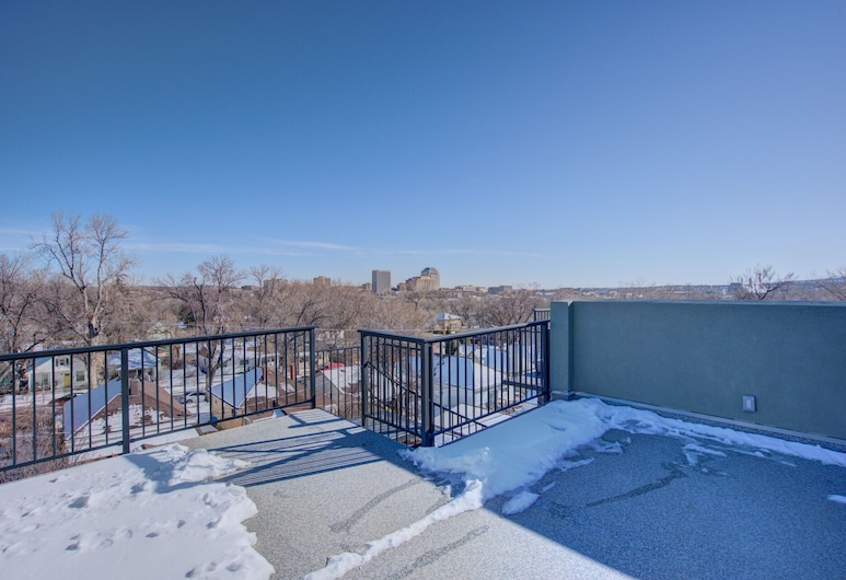 Modern Rooftop Patio New-build Townhome in COS, كولورادو سبرينج, شُرفة