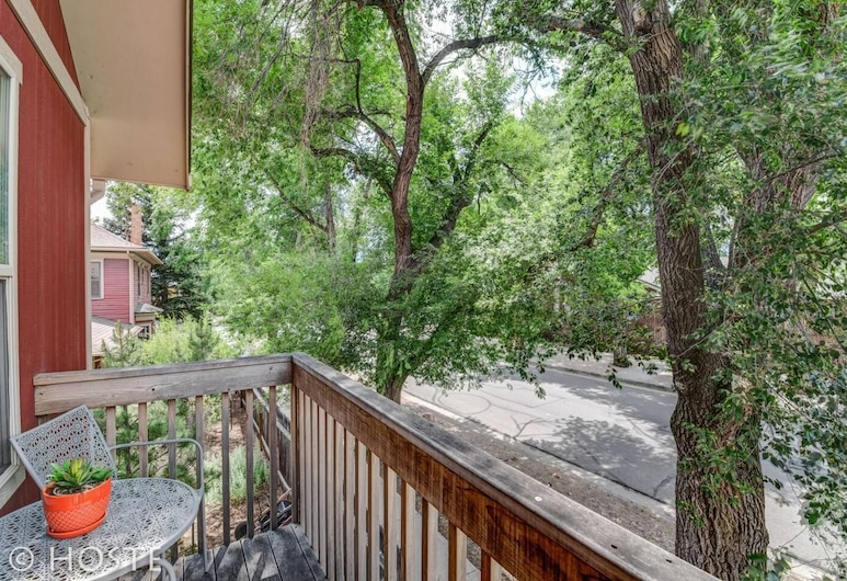 Romantic Getaway King Bed 1min to Restaurants!, Colorado Springs