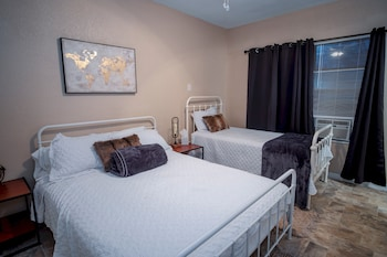 Picture of Cozy Downtown Guest House 2br/1ba Sleeps 8 in San Antonio
