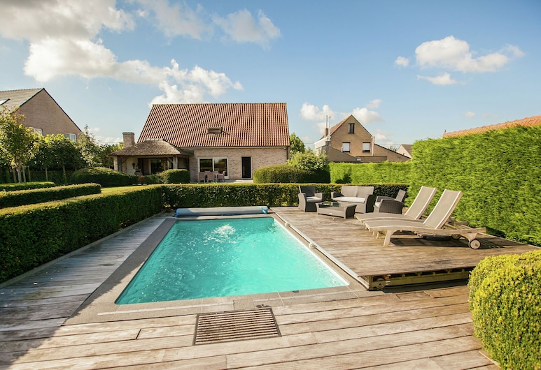 Classy Holiday Home in Aartrijke With Private Swimming Pool, Zedelgem