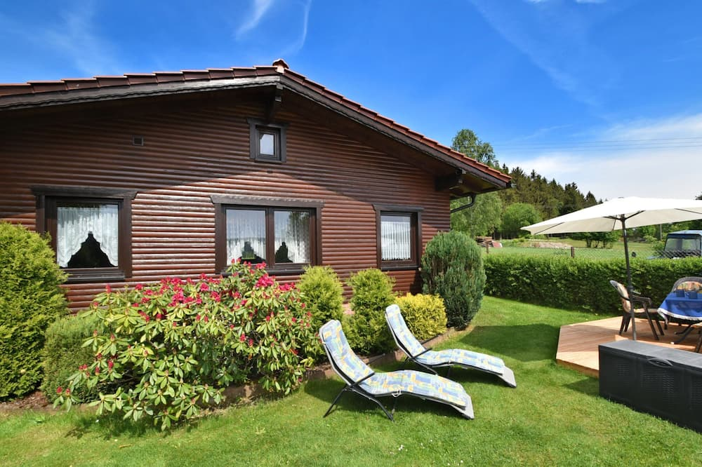 Gorgeous Holiday Home in Altenfeld Thuringia With Parking