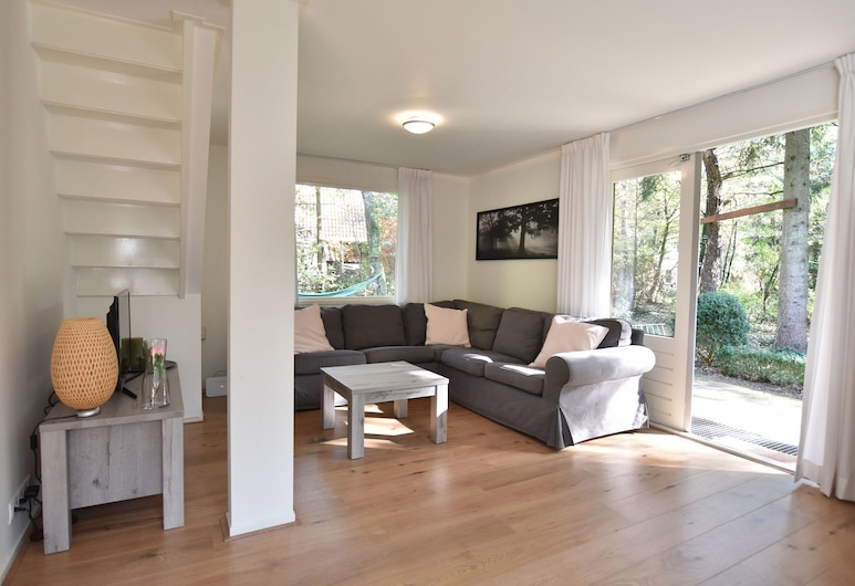 Quaint Chalet in Norg With Balcony, Terrace, Garden, Hammock, Norg, Chalet, Woonkamer