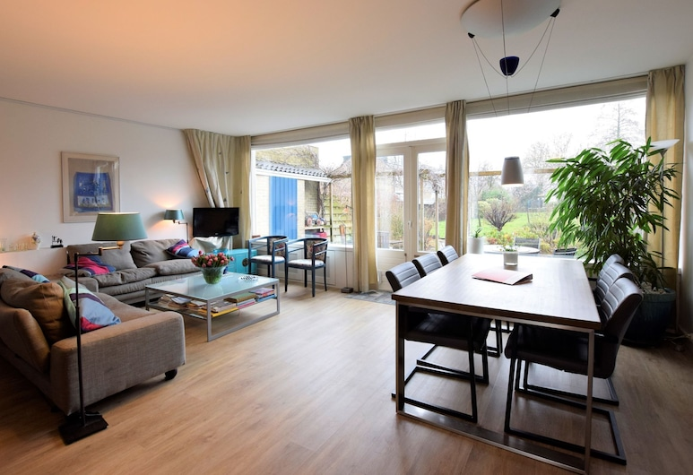 Bright Holiday Home in Dutch Coast With Terrace, Voorburg, House, Living Room