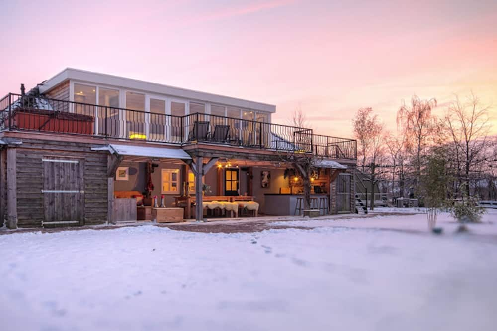 Lush Holiday Home in Oeffelt With 2 Saunas & Jacuzzis