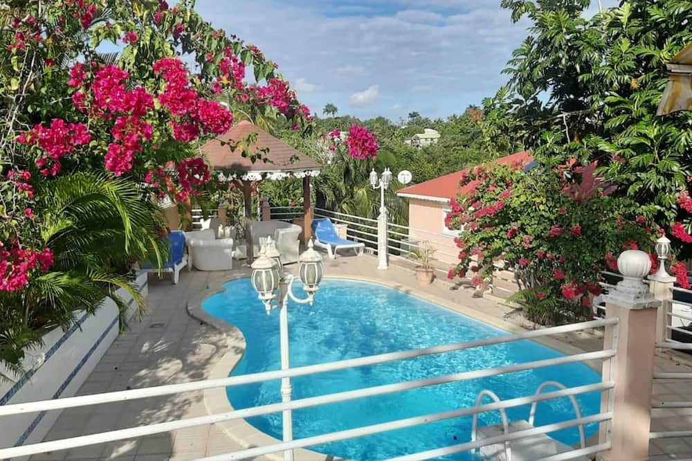 Apartment With 2 Bedrooms in Sainte Anne , With Wonderful Mountain View, Shared Pool, Furnished Balcony - 6 km From the Beach, Sainte-Anne