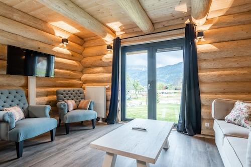 บ้านพักตากอากาศที่อบอุ่นสบายใกล้สถานที่เล่นสกีในเยอนิก/