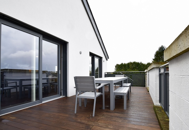 Stylish Apartment in Léglise With Terrace, Léglise, Huoneisto, Parveke