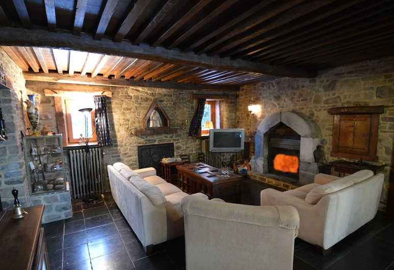 Charming Holiday Home in Halleux With Garden, La Roche-en-Ardenne, House, Living Room