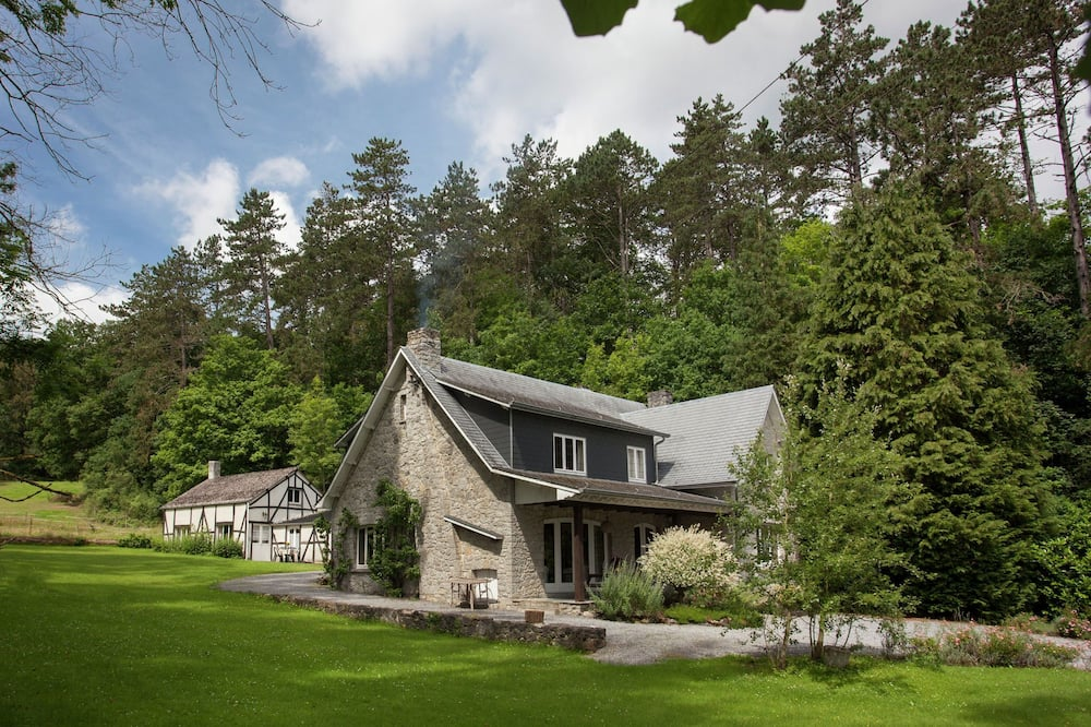 Beautiful Holiday Home With Garden in Belvaux