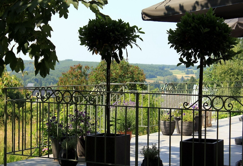 Luxury Holiday Home by the Forest in Honnay, Beauraing, House, Balcony