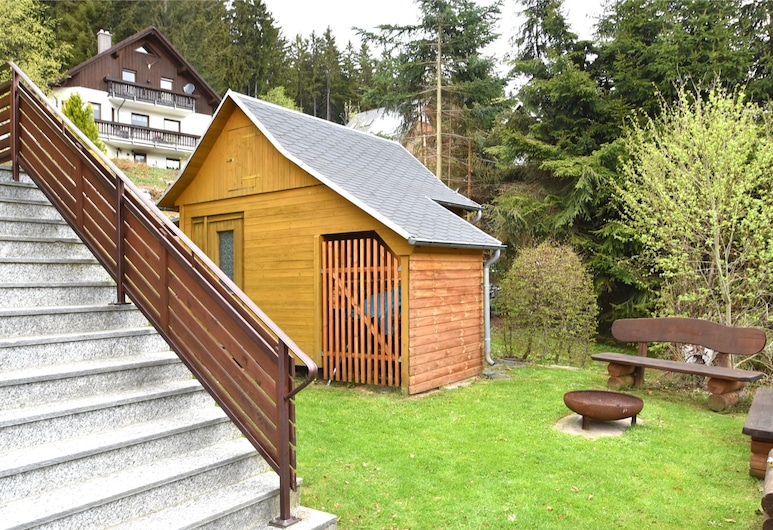 Cosy Holiday Home With Sauna, Terrace and Garden in the Ore Mountains, آيبنستوك, حديقة