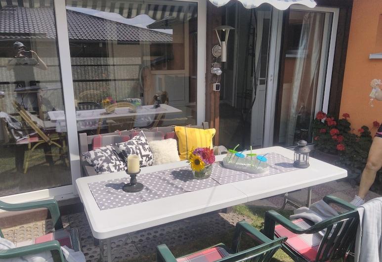 Serene Holiday Home in Kropelin Mecklenburg With Terrace, Крепелін, Будинок, Балкон