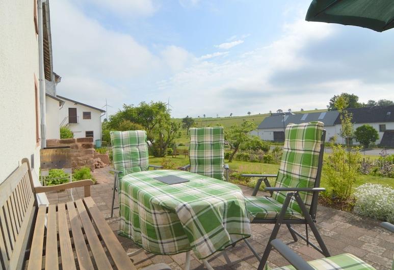 Appealing Holiday Home in Kalenborn-scheuern With Garden, קאלנבורן-שויירן, בית, מרפסת