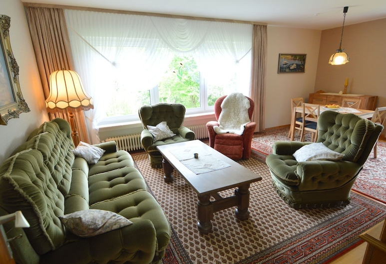 Splendid Holiday Home in Densborn With Terrace, Densborn, Maja, Elutuba