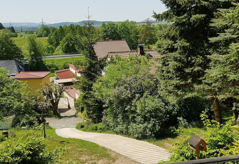 Cozy Holiday Home in Sachspfeife With Sun Terrace, Weissenbrunn