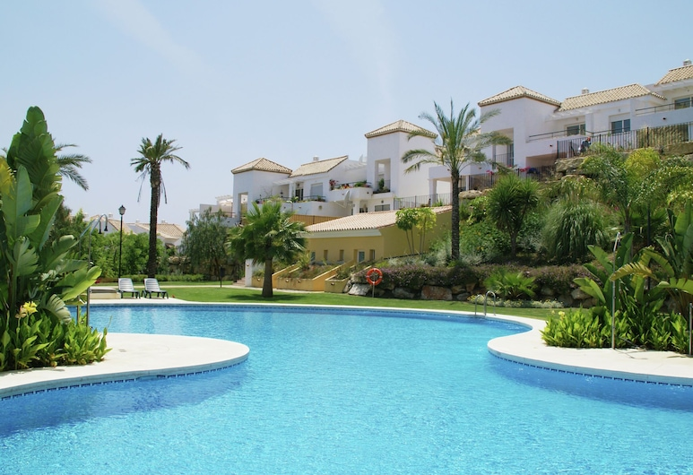 Apartment Near Lots of Golf Courses, With Three Shared Pools, Marbella